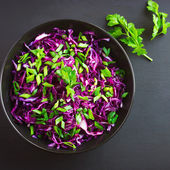 Red cabbage and spring onion salad — Stock Photo