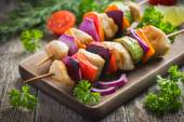 Grilled chicken and vegetable kebabs — Stock Photo