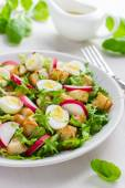 Salad with chicken and quail eggs — Стоковое фото