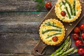 Tarts with asparagus and cherry tomatoes — Stock Photo