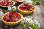 Sweet tartlets with plum — Stock Photo