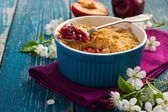 Plums crumble pie — Stock Photo