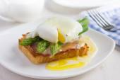 Eggs Benedict on toast — Stock Photo