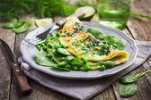 Omelette with spinach and peas — Stock Photo