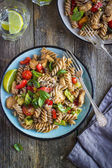 Whole wheat pasta  with chicken and vegetables — Stock Photo