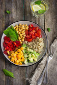 Healthy salad with quinoa, chickpeas, avocado, bell pepper, spin — Stock Photo
