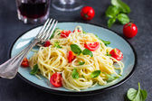 Spaghetti pasta  with cherry tomatoes,  basil and parmesan chees — Stock Photo