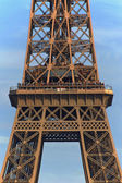 Architectural detail of the Eiffel Tower in the city of Paris — Stock Photo