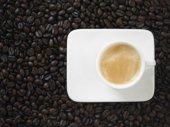 Filiżanka espresso na ziarna kawy — Zdjęcie stockowe