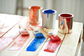 Paint cans and brushes — Stock Photo