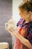 Pottery artist cutting — Stock Photo