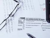 Tax Form with glasses — Foto de Stock