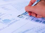 Filling tax form — Stock Photo