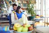Couple at home websurfing on internet — Stock Photo