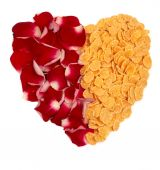 Cornflakes and rose petals heart — Stock Photo
