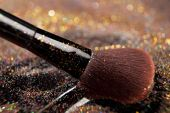 Closeup on makeup brush and shining powder — Stock Photo