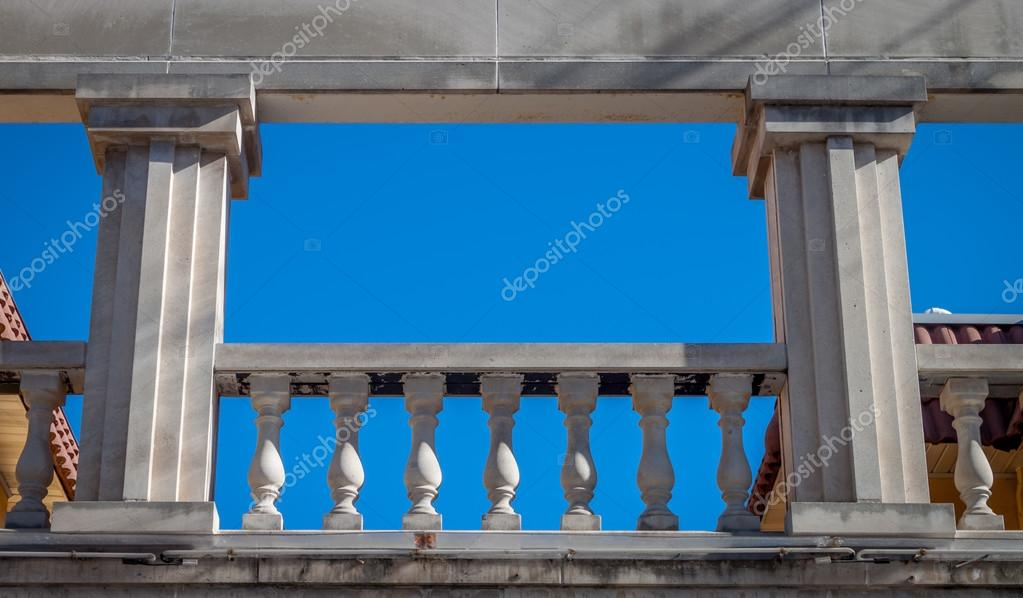 Греческий балкон - стоковое фото aspendendron #56955847.