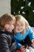 улыбаясь сестры — Стоковое фото