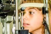 Детское глазное обследование — Стоковое фото
