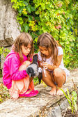 Crow and two little girls — Stock Photo