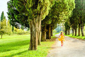 Seven year old girl  running free in the park — Stock Photo