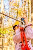 Little girl climbing in adventure park — Foto Stock