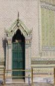 Door with elegant portico — Stockfoto