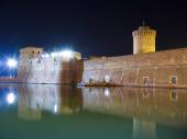Old Fortress by night in Leghorn, Italy — Stockfoto