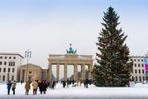 The Brandenburg Gate and Christmas tree in Berlin — Stockfoto