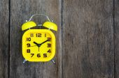 Alarm clock on wood background — Stok fotoğraf