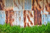 Rostig korrugerade metall vägg — Stockfoto