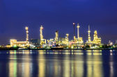 Oil refinery plant at twilight — Photo