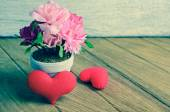 Beautiful heart shape and flower on wooden table background — Stockfoto