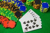 Playing cards 'royal flush' and chips on green background — Stock Photo