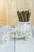 Vélos vintage artificiel sur table en bois — Photo