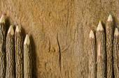Trä pennor på trä bakgrund — Stockfoto