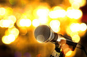 Microfoon op de achtergrond bokeh — Stockfoto