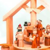 小さな木製ベビーベッド — ストック写真