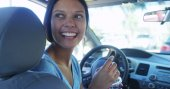 Happy young woman waiting in her car — Stock Photo