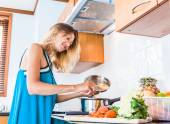 Women cooking in the kitchen at home — Stock Photo