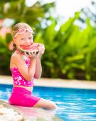 Cute little girl eating water-melon in summertime — Foto Stock