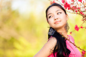 Young woman in the rays of the spring sun — Stock Photo