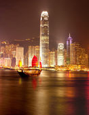 Traditional Chinese Junkboat sailing in Victoria Harbour, Hong Kong — Stock Photo