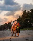 Vacation Lifestyles-Couple Horseback Riding at Sunset — Stock Photo