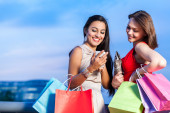Two young woman shopping — Stock Photo