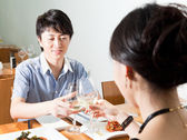 Young couple dating at a restaurant for a romantic dinner — Stock Photo