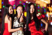 Three happy asian girls in Beijing — Stock Photo