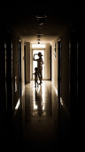 Mother and daughter entering in a hotel room — Foto Stock