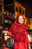 Beautifull girl with bag stay at square in the night — Stock Photo