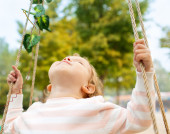 A young girl smiling on a swing — Stock Photo